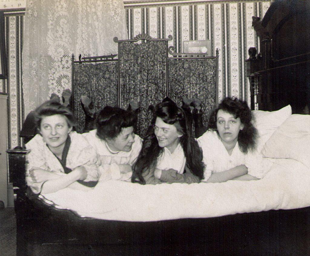 Hagenbuch Ladies Victorian Tableau