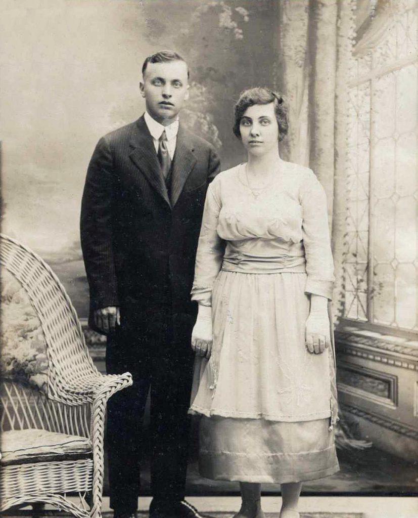 Raymond & Lottie (Tanner) Hagenbuch, 1921