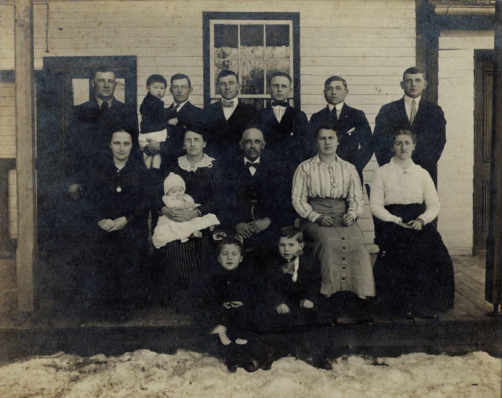 Abraham Gutshall Family, 1915