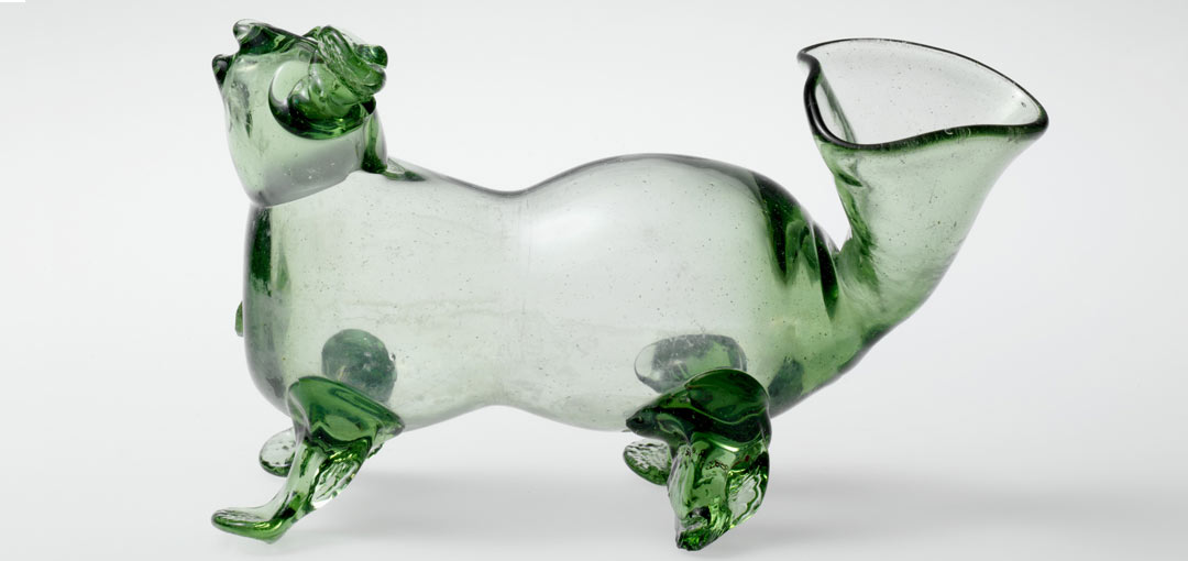 A glass dog-shaped bottle, a schnapshund, from the Wistar Glass Works made during the mid-1700s. Credit: Metropolitan Museum of Art