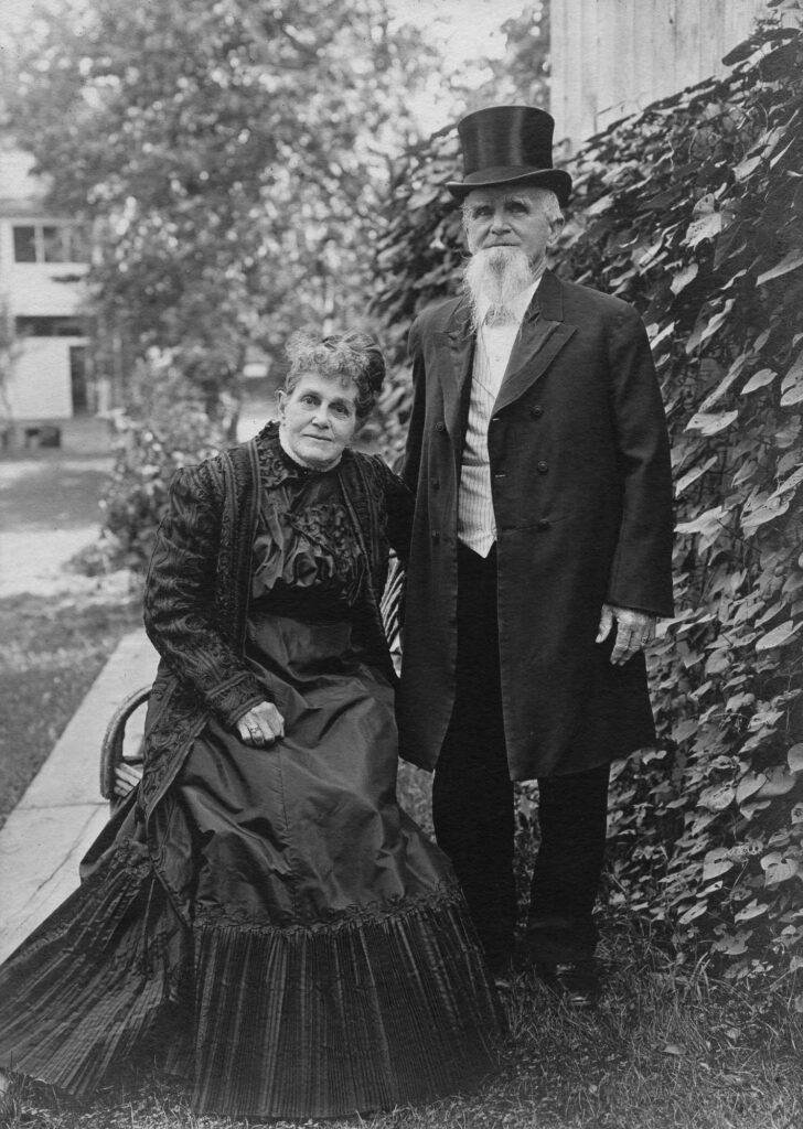 """Isaiah and Sarah """"Hattie"""" Hagenbuch, 1910"""