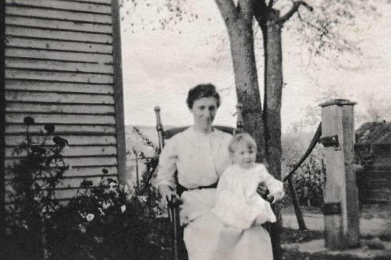 Mary (Kirkendall) Hagenbuch & Lillian 1914